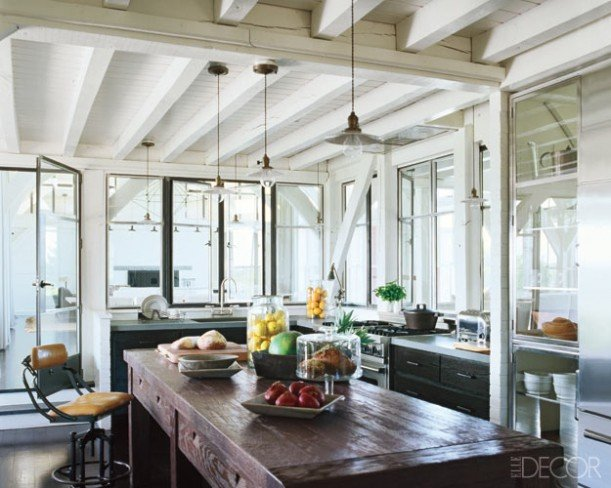 Meg-Ryans-beach-house-kitchen-Elle-Decor-611x488